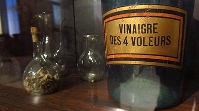 vinaigre blanc huiles essentielles un m lange efficace et respectueux de l 39 environnement. Black Bedroom Furniture Sets. Home Design Ideas